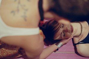 Akné lze zmírnit speciální masáží obličeje, ale i reflexní masáží nohou