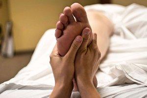 Akné se dá zbavit i pomocí masáže nohou