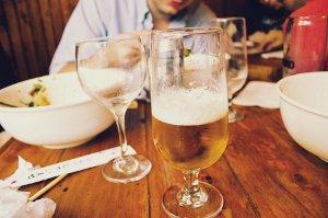 Alkohol brání hubnutí a přispívá k mnoha závažným nemocem