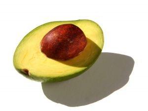 Avokádo - ovoce, které se hodí na pleťové masky, péči o nohy, unavené oči a vlasy