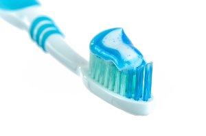 Bělící zubní pasta nebělí zuby, ale pouze odstraňuje pigmenty z jídla, nápojů a cigaret