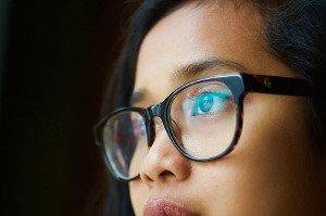 Co dělat, když bolí oči? Zkuste cviky a mikromasáž očního okolí!