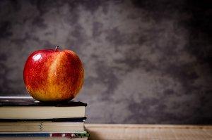Čtení knih trénuje mozek a zabavuje stresu