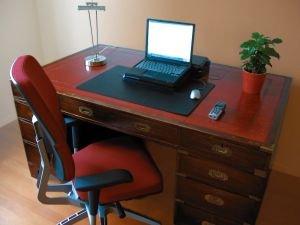 Cvičení na židli zažene únavu a dodá potřebnou energii při práci