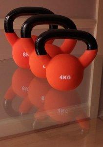 Cvičení s činkami kettebell posiluje srdce