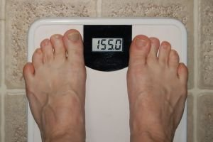 Hubnutí, ale i obezita může způsobit neplodnost ze strany ženy