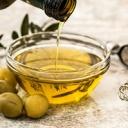 Jak se zbavit suchých loktů? Zkuste zábal z medu, olivového oleje nebo banánu!