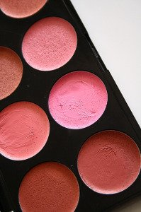 Jak vybrat správný odstín tvářenky?