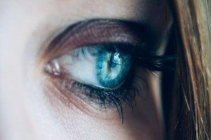 Ječné zrno, které se právě tvoří, pomůže zklidnit masáž oka