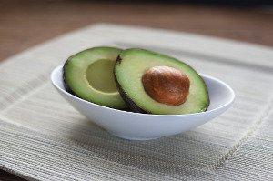 Jedno avokádo denně prospívá, dvě znamenají již mnoho tuku