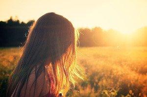 Mastné vlasy stačí umýt šamponem jednou za pět dní