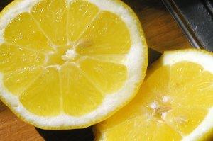 Není citron jako citron aneb Pozor na pití citronové vody