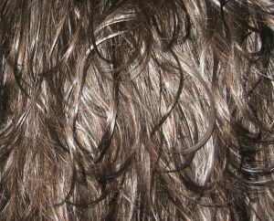 Padání vlasů může způsobit i přehnaná fyzická aktivita v posilovně