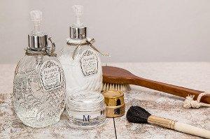 Peeling vrací mládí, řeší problémy s akné a pigmentovými skvrnami