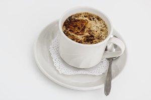 Pití kávy má svá omezení a limit konzumace kofeinu