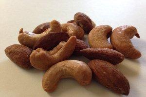 Problémy s usínáním vyřeší banány, kešu, mléko, kakao nebo ovesné vločky