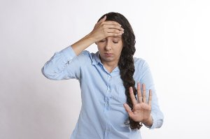 Proč ráno bolí hlava?