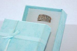Prsten neumí mluvit, ale hodně toho o svém nositeli napoví