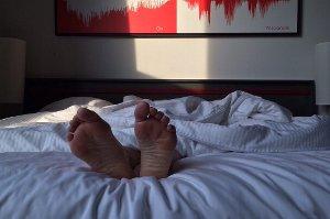 První noc v novém prostředí spíme jen napůl