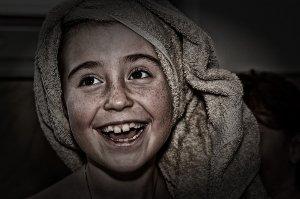 Smích léčí, nic nestojí, a přesto na něm šetříme