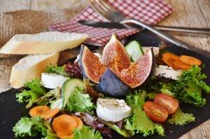 Sýry jsou kalorické a nezdravé, ale nedá se to říct o všech
